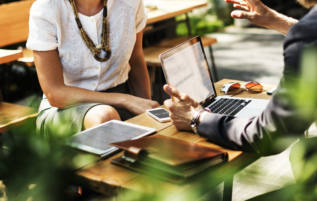 Tips for Manufacturers on How to Locate and Recruit Buyers for Persona Interviews